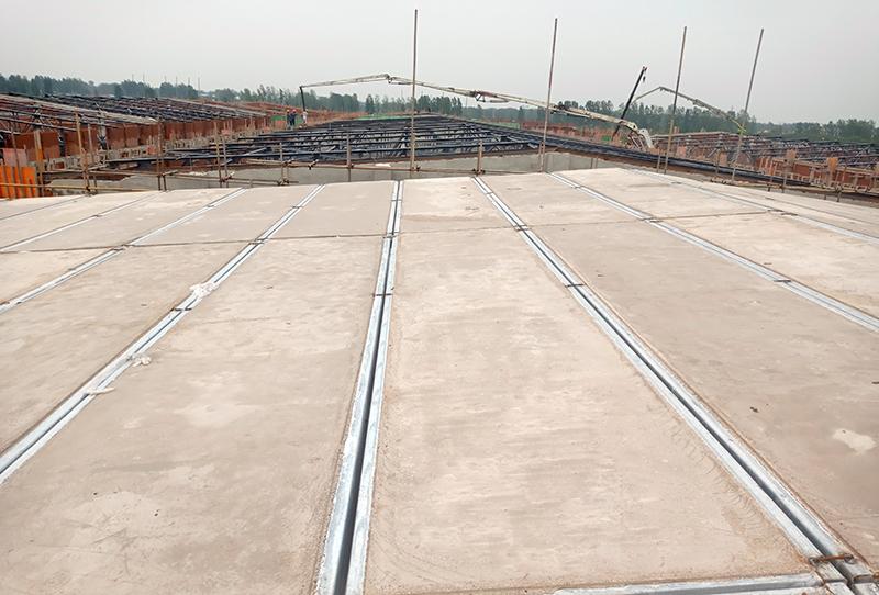 河南息县粮仓钢骨架轻型屋面板项目进行中